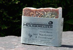 Shampooseife für eher fettiges und schuppiges Haar. Mit wasserenthärtender Zitronensäure.