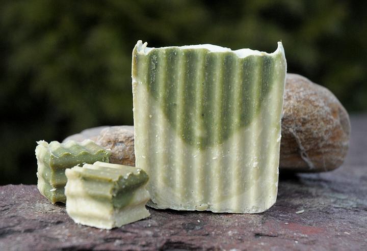 Für feines Haar: Parfümfreie Kräuter-Shampoo-Seife mit Brennnessel und Fenchel. Zwei Pozent überfettet.