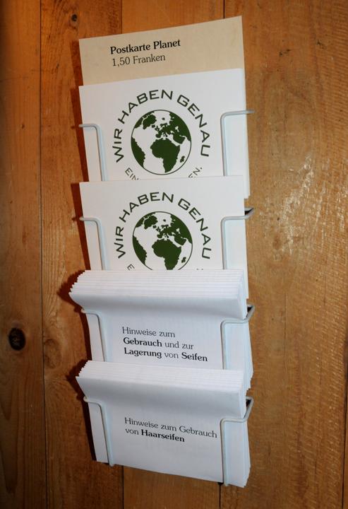 Die Postkarten und gratis Gebrauchshinweise.