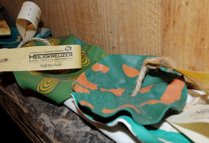 """Handgefertigte Seifenschalen aus der Bastelknetmasse """"Fimo""""."""