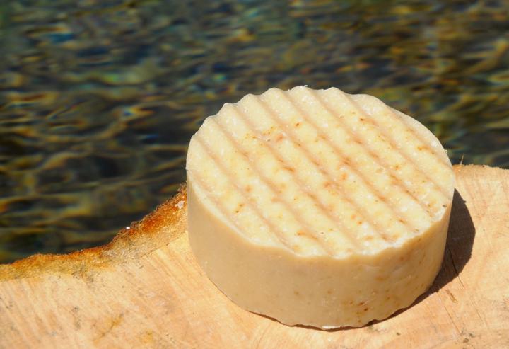 Walnuss-Seife: Mit dem wertvollen Öl und echter Nuss.