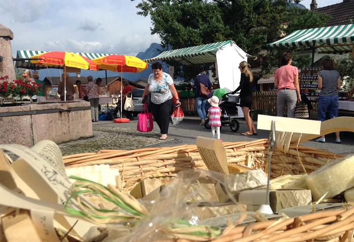 Premiere für neue Sorten: Heiligkreuzer Naturseife beim Dorfmarkt in Vilters.