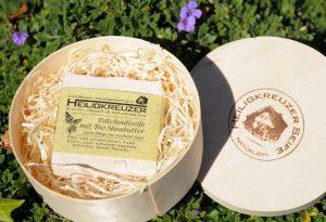 Seife als Geschenk: Nachhaltig verpackt in der Spandose auf Holzwolle.