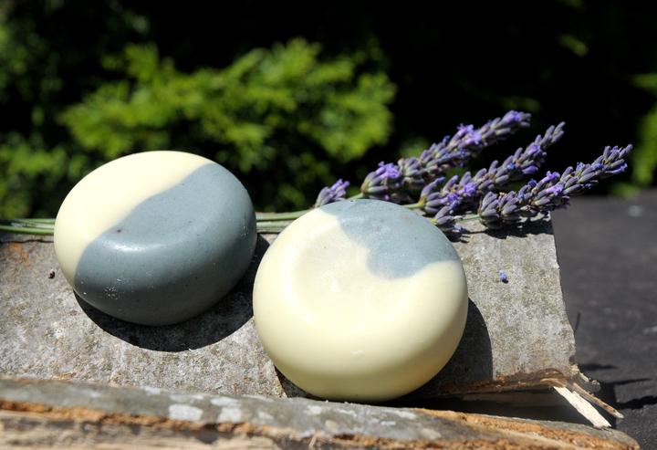 Mit dem Duft der Provence: Eine sanfte Rasierseife mit Lavendelduft pflegender Sheabutter.