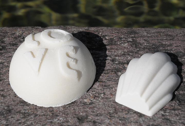 Reinigt wie ein Bad im Meer: Vegane Bio-Meersalz-Gesichtsseife mit nativem Sesamöl.