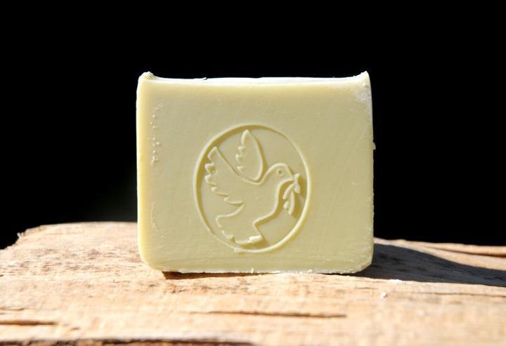 Für Haut und Haar: Vegane Lorbeerseife mit Oliven- und Bio-Babassu-Öl.