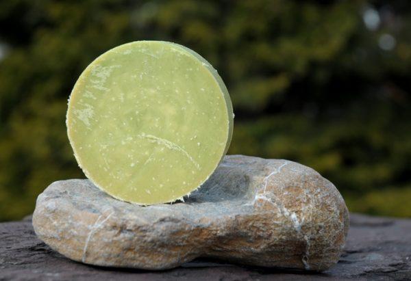Duftende Wohltat: Jojobaöl und Buttermilch pflegen reifere und trockene Haut zart und sanft.