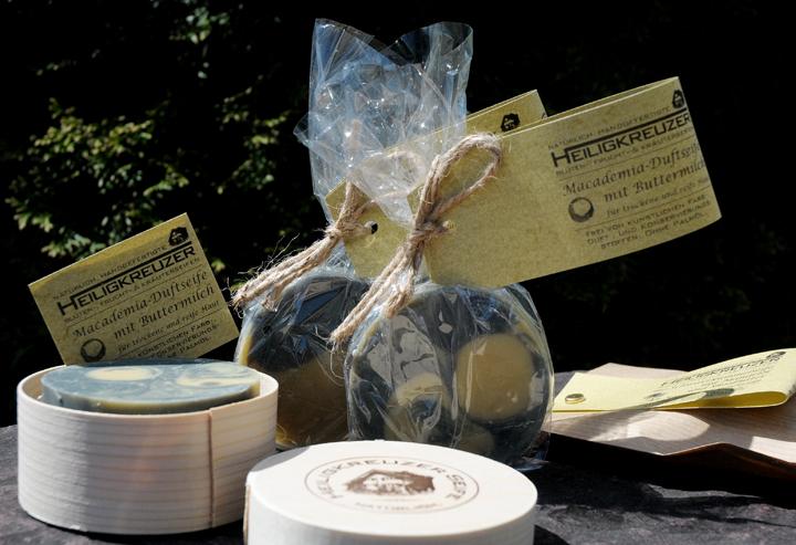 Pflegt trockene und reifere Haut besonders sanft: Buttermilchseife mit dem Öl der Macademianuss.