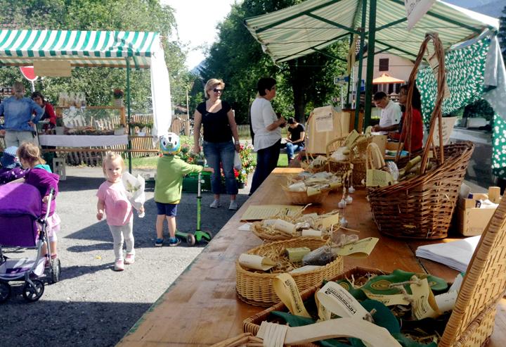Ein schöner Vormittag beim Dorfmarkt in Vilters.