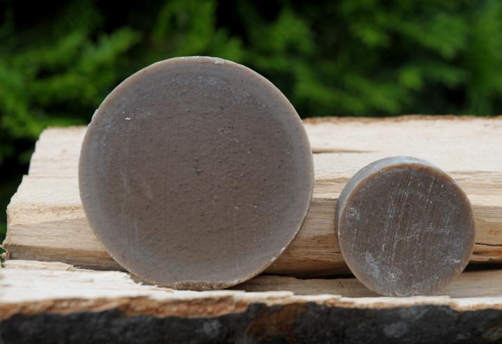 """""""Blockform rund"""" und """"Blockform rund klein"""". Die kleine Variante passt auch die Seifenflockendose, die so auch als Seifendose zum mitnehmen genutzt werden kann."""