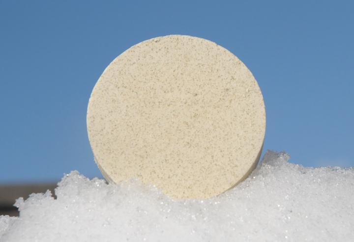 """Eine besonders pflegende Bio-Seife: Hinterlässt ein spürbar glattes Hautgefühl. Im Bild die """"Blockform rund""""."""