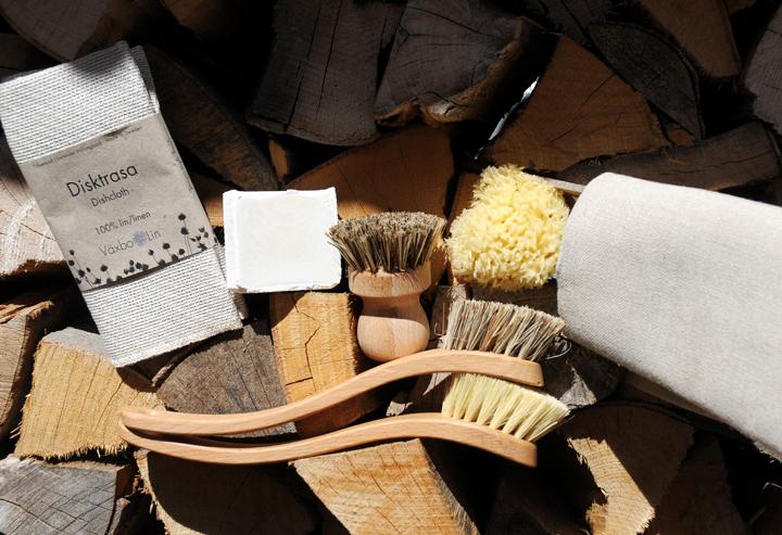 So geht Geschirrspülen und Putzen mit Seife: Plastikfrei und nur mit natürlichen Utensilien. Ja, und das geht auch vegan.