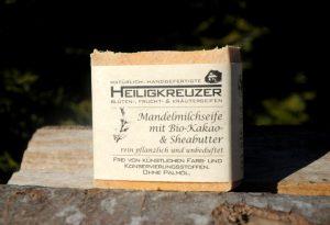 Eher hart in der Haptik, umso sanfter im Schaumverhalten: Heiligkreuzer Mandelmilchseife.
