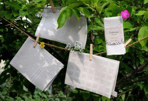 Leinen mit tatsächlich erdender Haptik: Handtücher, Massagehandschuh und Spültuch aus der letzten Leinenmanufaktur Schwedens.