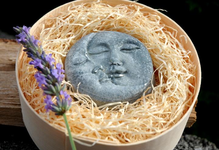 Ziegenmilchseife mit Lavendel und Sheabutter. In der Einzelstück-Variante #30.