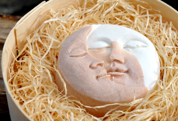 Sonne und Mond friedlich vereint: Bio-Wildrosen-Gesichtsseife, Einzelstück #33.