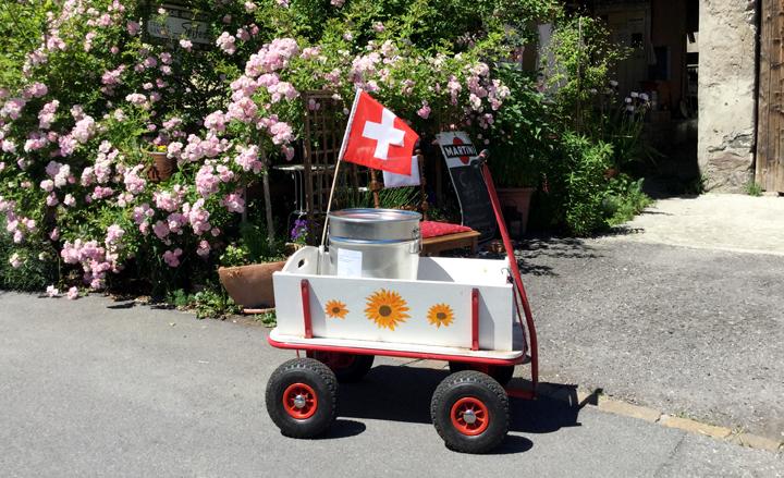 Fast täglich Im Einsatz in der Heiligkreuzer Seifenmanufaktur: Der Bollerwagen.