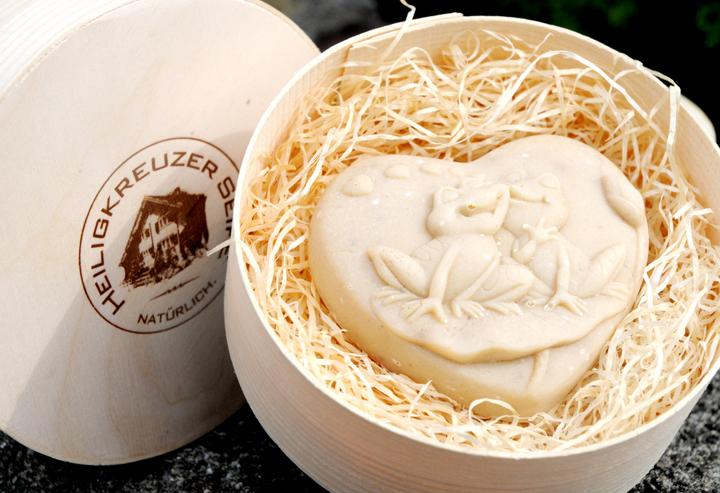 Baumnuss-Seife mit Schafmilch. Einzelstück #19.