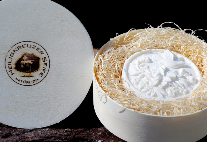 Bio-Alpensalz-Seife mit Buttermilch und Wildrosenöl. In der Einzelstück-Variante #77.