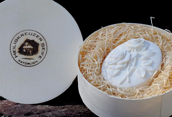 Bio-Alpensalz-Seife mit Buttermilch und Wildrosenöl. In der Einzelstück-Variante #75.