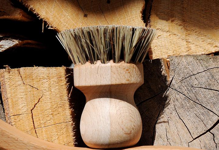 Die beliebte Topfbürste aus Holz und Pflanzenfasern ist ab sofort wieder erhältlich.