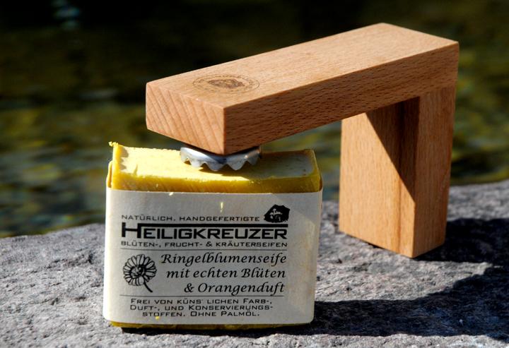 Der Heiligkreuzer Magnetseifenhalter. Aus Buchenholz, bestrichen mit Leinöl.