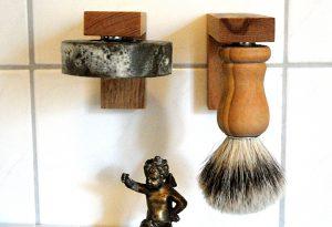 Perfekt auch im Duo: Magnethalter für Rasierseife und Pinsel.