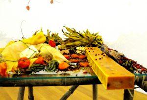 Der orangene Seifenblock. Gefärbt mit Kurkuma (gelb), Paprika (rot) und Karottensaft (orange). Bild: Wolfgang Frey