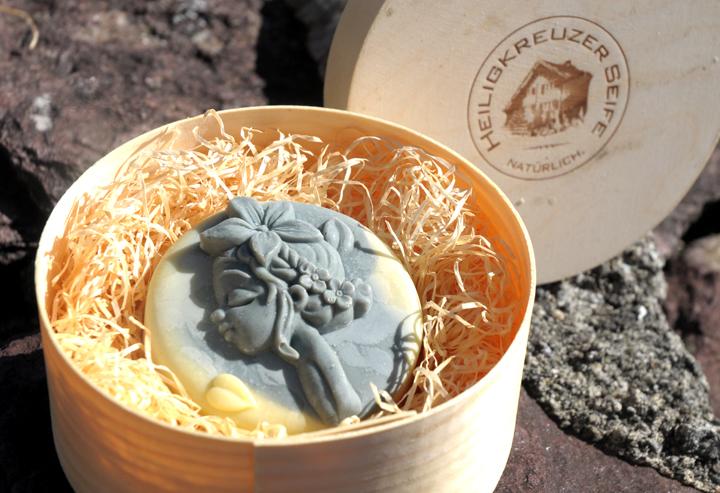 Ziegenmilchseife mit Lavendel und Sheabutter. In der Einzelstück-Variante #143.