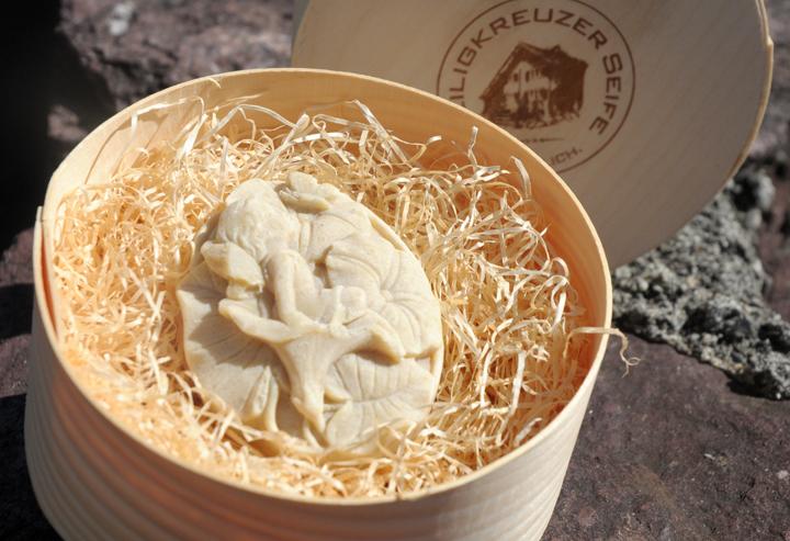 Baumnuss-Seife mit Schafmilch. Einzelstück #96.