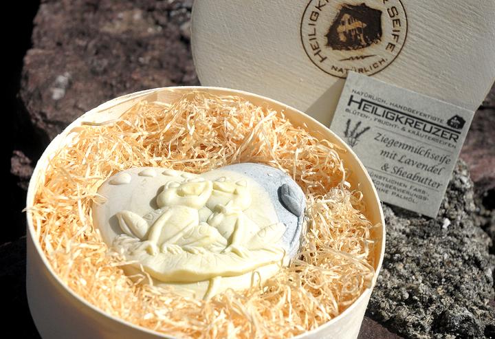 Ziegenmilchseife mit Lavendel und Sheabutter. In der Einzelstück-Variante #128.