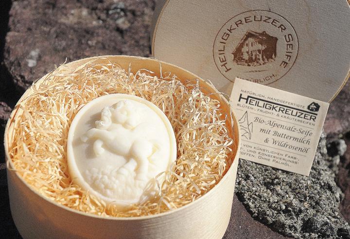 Bio-Alpensalz-Seife mit Buttermilch und Wildrosenöl. In der Einzelstück-Variante #133.
