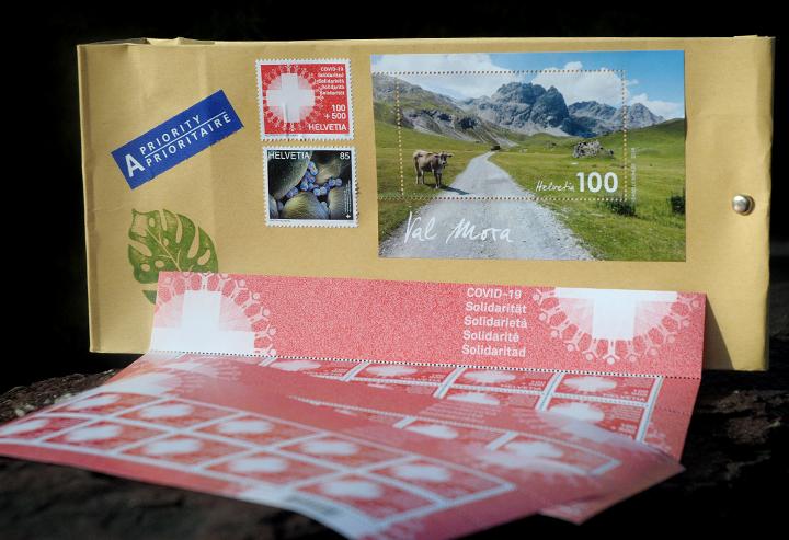 """Kleinbestellungen mit der """"COVID-19 Solidaritäts""""-Briefmarke: Fünf Franken pro Bestellung für einen guten Zweck."""